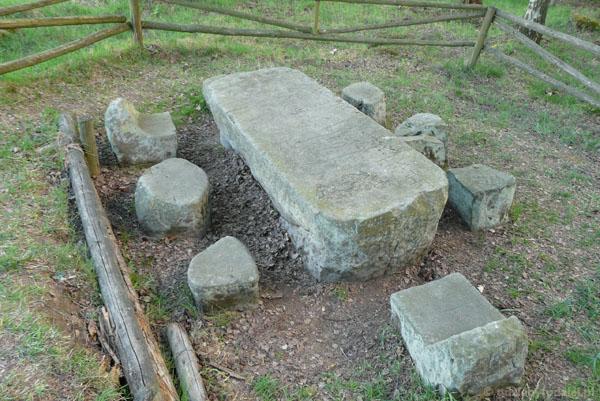 Średniowieczny stól sądowy, Kochanów.