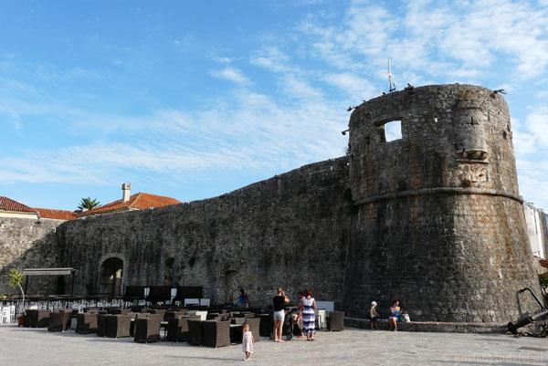 Mury starego miasta w Budvie.