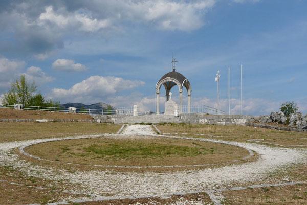 Grób Daniły I na wzgórzu Orlov Krš.