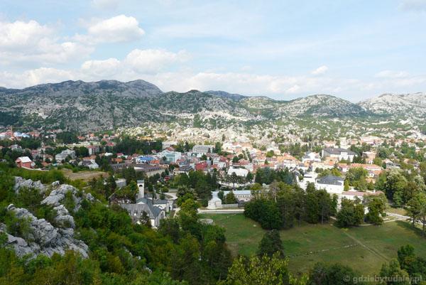Widok na Cetinje ze wzgórza Orlov Krš.