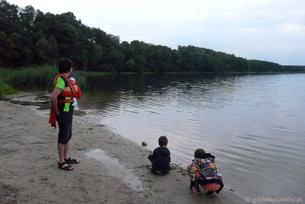 Wieczorny spacerek nad Jezioro Foluskie.
