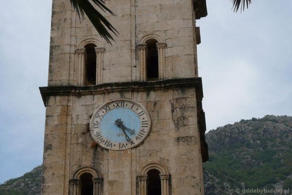Zegar na wieży kościoła Św. Mikołaja.