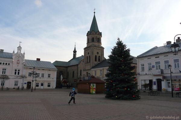 W tle kościół Franciszkanów (XVII, XVIII).