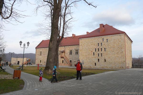 Zamek w Sanoku (XIV, przeb. XVI).