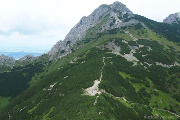 Przełęcz Kondracka i Giewont zostały za nami.