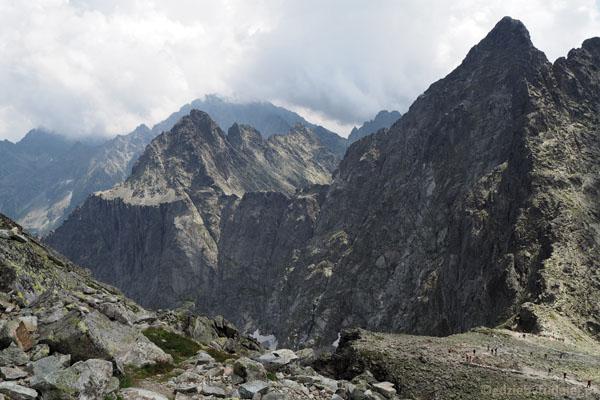 Schodzimy na Przełęcz Waga (2337 m n.p.m.).