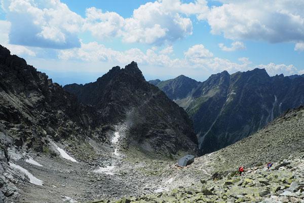 Piękne otoczenie Schroniska pod Wagą (2250 m n.p.m.).