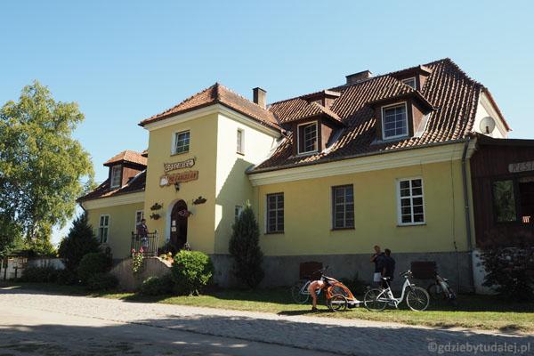Dawny dwór (XIX w.) w Łuknajnie.