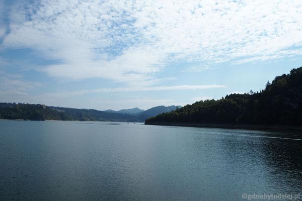 Malowniczości Jeziorowi Czorsztyńskiemu odmówić nie sposób.