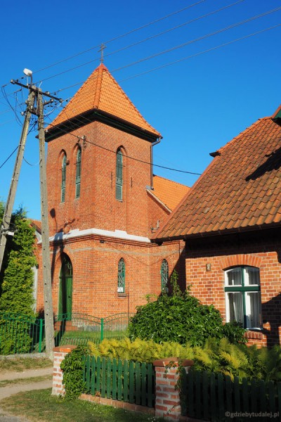 Neogotycka (20. XX w.) molenna w Wojnowie.