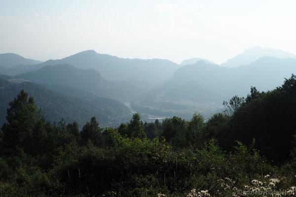Przed nami Pieniny i wijący się Dunajec.