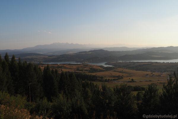 Widoki z góry Wdżar (767 m n.p.m.) - Jezioro Czorsztyńskie i Tatry.