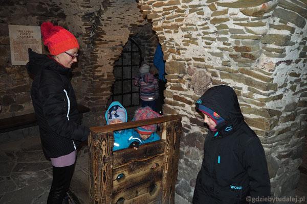 Kazamaty górnego zamku - kogo zakujemy w dyby...