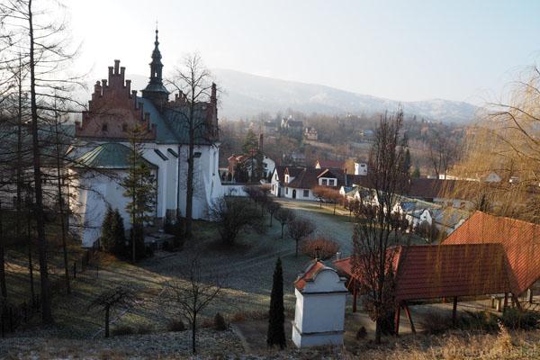 Cysterski zespół klasztorny z perspektywy dzwonnicy