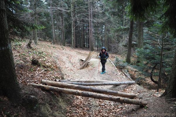 Potem przeganiają nas ratraki i trafiamy na tor do downhillu