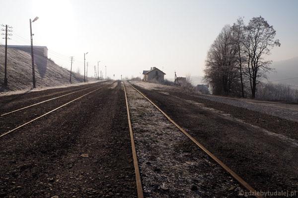 Stacja Kasina. Bo wszystkie drogi stąd prowadzą na tory!