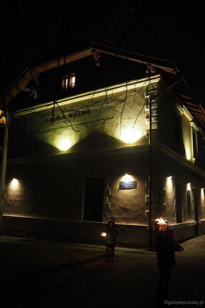 Stacja Kasina wieczorową porą
