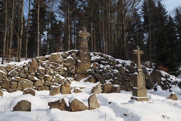 Cmentarz wojenny nr 59 - wykonany z kamieni.