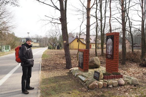 18. Wydłużamy spacer, robiąc dodatkową pętelkę przez wieś Wiersze.