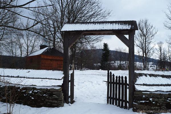 O dawnej wsi przypomina połemkowski cmentarz.
