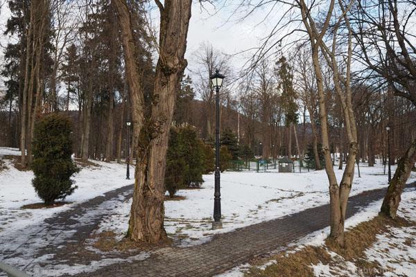 Wchodzimy do Parku Zdrojowego w Wysowej