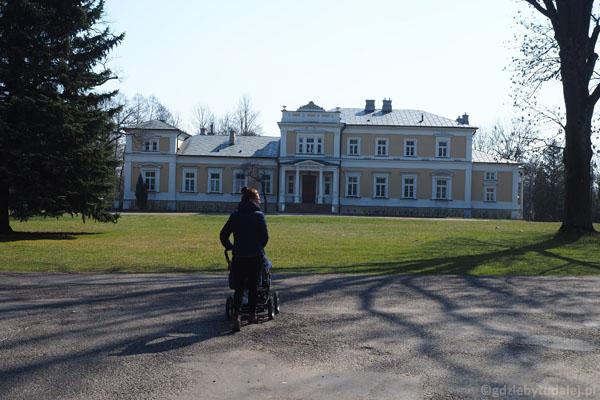Muzeum Rolnictwa w Ciechanowcu zajmuje teren zespołu pałacowo-parkowego Starzeńskich.