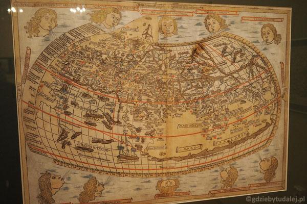 Oglądamy tu m.in. kolekcję dawnych map. Tak kiedyś wyobrażano sobie naszą Ziemię!