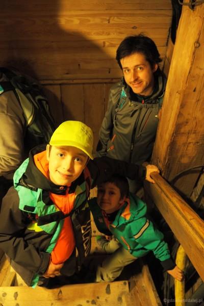 Najpierw musimy zejść na dół po 380 schodach na głębokość 65 m.
