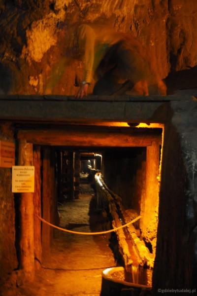 Z kopalni wciąż trzeba na bieżąco odprowadzać wodę.