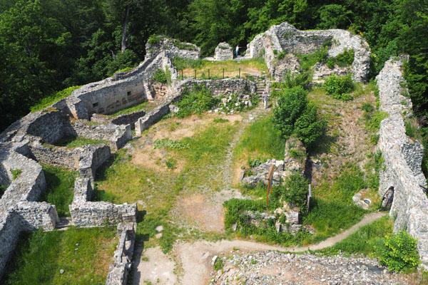 Ze średniowiecznego zamku książęcego zostały tylko ruiny.