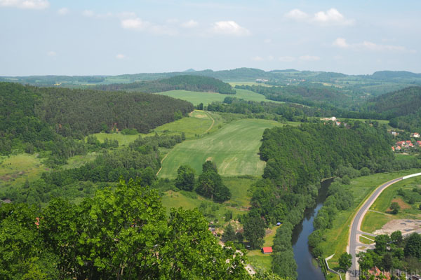 Z wieży roztacza się piękny widok na dolinę Bobru.