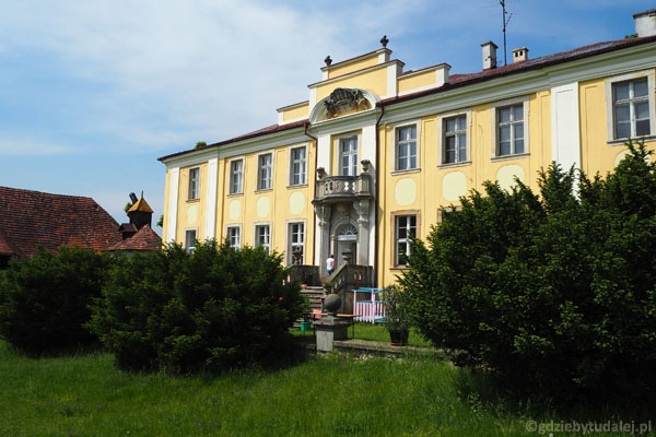 Barokowy pałac Lenno.