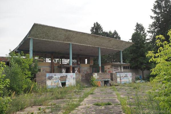 Wejście do dawnych basenów termalno-solankowych.