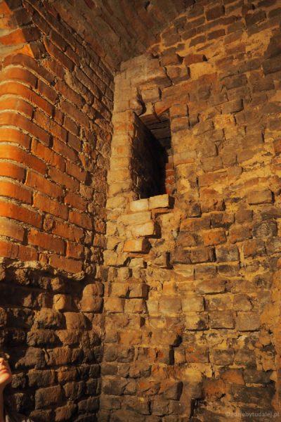 Jedno z najciekawszych miejsc w zamku - palenisko hypokaustum z autentycznymi cegłami krzyżackimi.