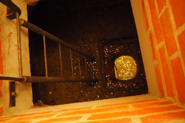 Loch głodowy - obecnie pełen monet wrzucanych przez turystów.