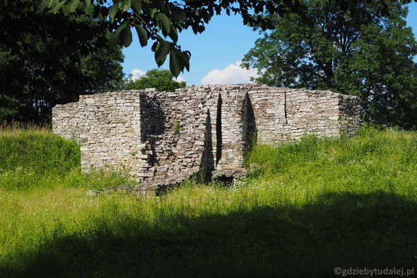 Ruiny zamku biskupów krakowskich.