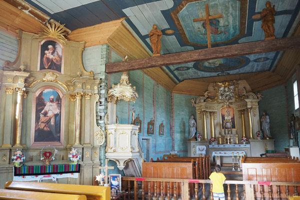 W kościele zachował się oryginalny wystrój wnętrza.