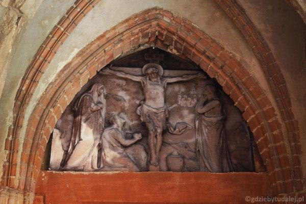 Portal przed wejściem do zamkowej kaplicy.