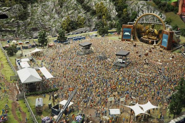 Tysiące fanów bawi się na koncercie