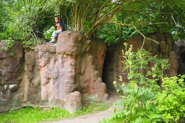 W części azjatyckiej spotykamy nawet skały i jaskinie
