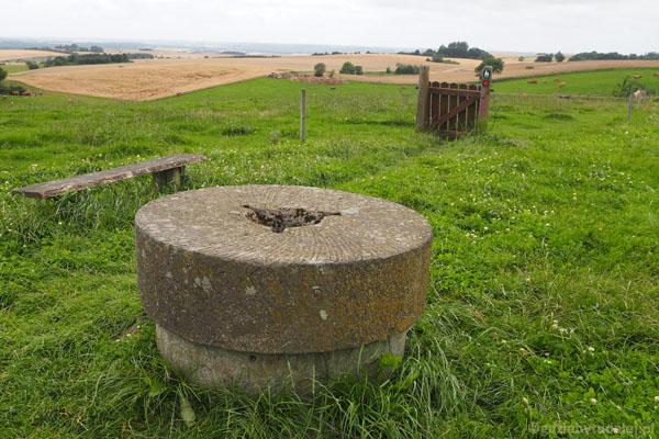 Sto lat temu stał tu wiatrak, stąd nazwa, a został tylko kamień młyński