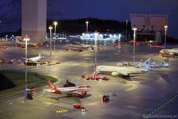 Można poobserwować pracę lotniska