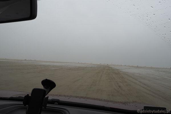 Jesteśmy już na plaży, a do morza jeszcze kilkaset metrów