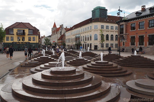Plac u wylotu Østeragade.