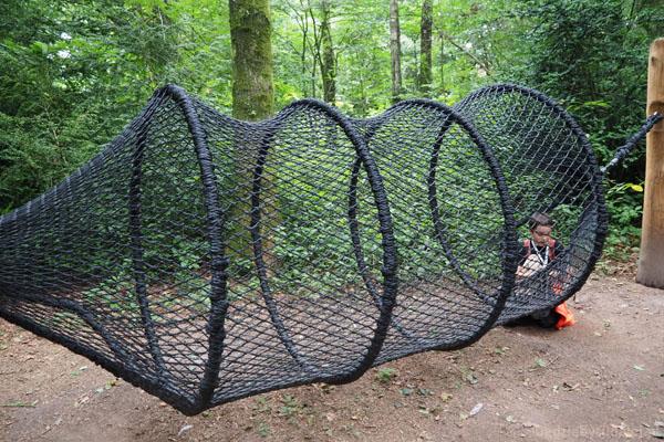Plac zabaw 'dżungla' zapewnia świetną zabawę