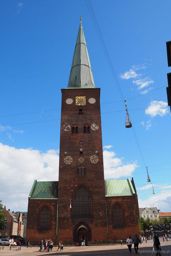 Na pocz. XIII w. funkcję katedry przejęła Aarhus Domkirke