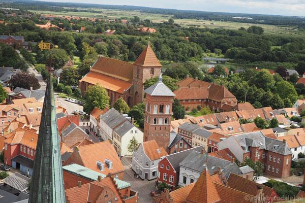 Z góry pięknie widać kościół św. Katarzyny z XIII w.