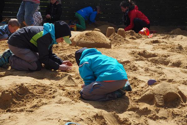 Na koniec można samemu spróbować swoich sił w rzeźbie w piasku