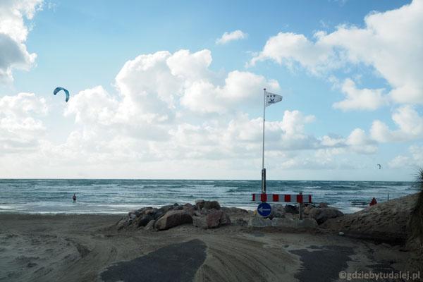 Na plażę w Lokken można wjechać samochodem