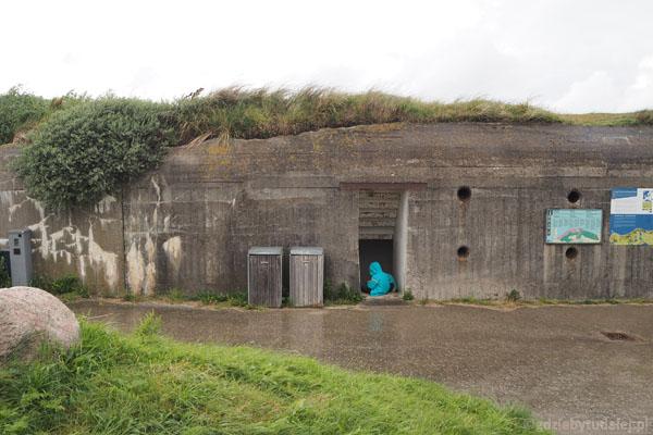Okolice klifu Bulbjerg. Chowamy się przed deszczem w bunkrach